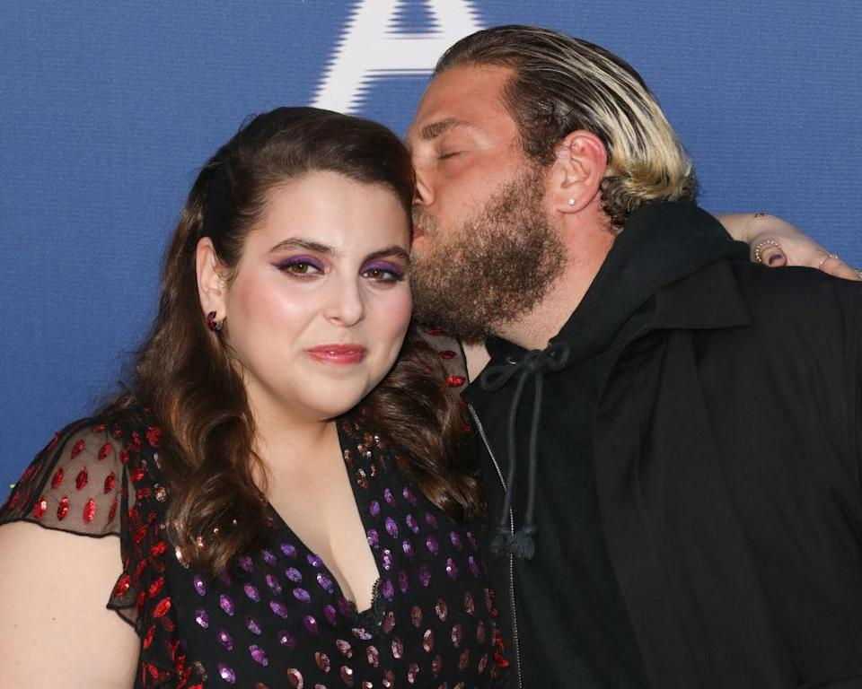 Jonah kisses Beanie forehead at the same red carpet event