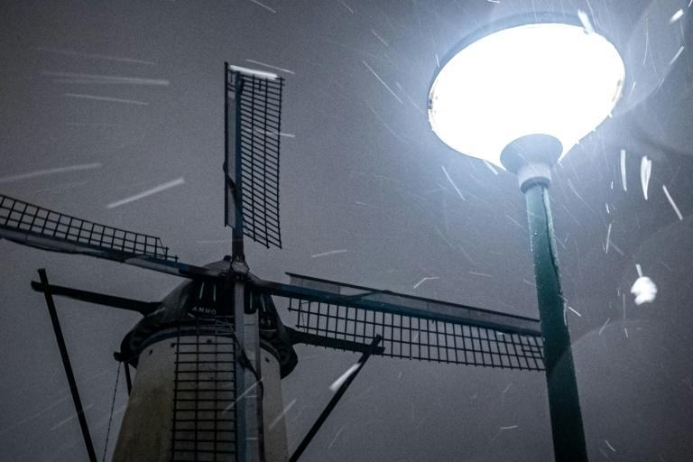 Weather forecasting website Weer.nl said that overnight a force 8 wind was measured in combination with snowfall