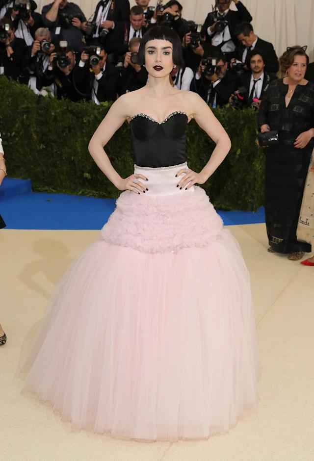 <p>The actress wore a black and white gown with a corseted top from Giambattista Valli. While the dress made a statement, it wasn't to be overshadowed by her unique black wig. (Photo by Neilson Barnard/Getty Images) </p>
