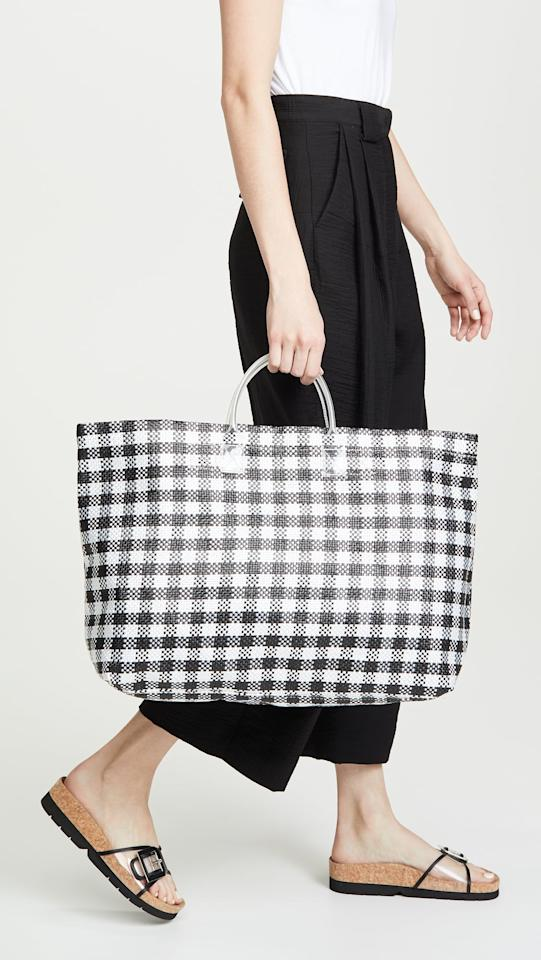 """<p>This <a href=""""https://www.popsugar.com/buy/Madewell%20Medium%20Woven%20Beach%20Tote-471659?p_name=Madewell%20Medium%20Woven%20Beach%20Tote&retailer=shopbop.com&price=48&evar1=fab%3Auk&evar9=46413162&evar98=https%3A%2F%2Fwww.popsugar.com%2Ffashion%2Fphoto-gallery%2F46413162%2Fimage%2F46413784%2FMadewell-Medium-Woven-Beach-Tote&list1=shopping%2Ctravel%2Cbags%2Ctravel%20style&prop13=api&pdata=1"""" rel=""""nofollow"""" data-shoppable-link=""""1"""" target=""""_blank"""" class=""""ga-track"""" data-ga-category=""""Related"""" data-ga-label=""""https://www.shopbop.com/medium-woven-beach-tote-madewell/vp/v=1/1533223550.htm?folderID=13507&amp;fm=other-viewall&amp;os=false&amp;colorId=31883"""" data-ga-action=""""In-Line Links"""">Madewell Medium Woven Beach Tote</a> ($48) features a larger strap that makes it easier to carry.</p>"""