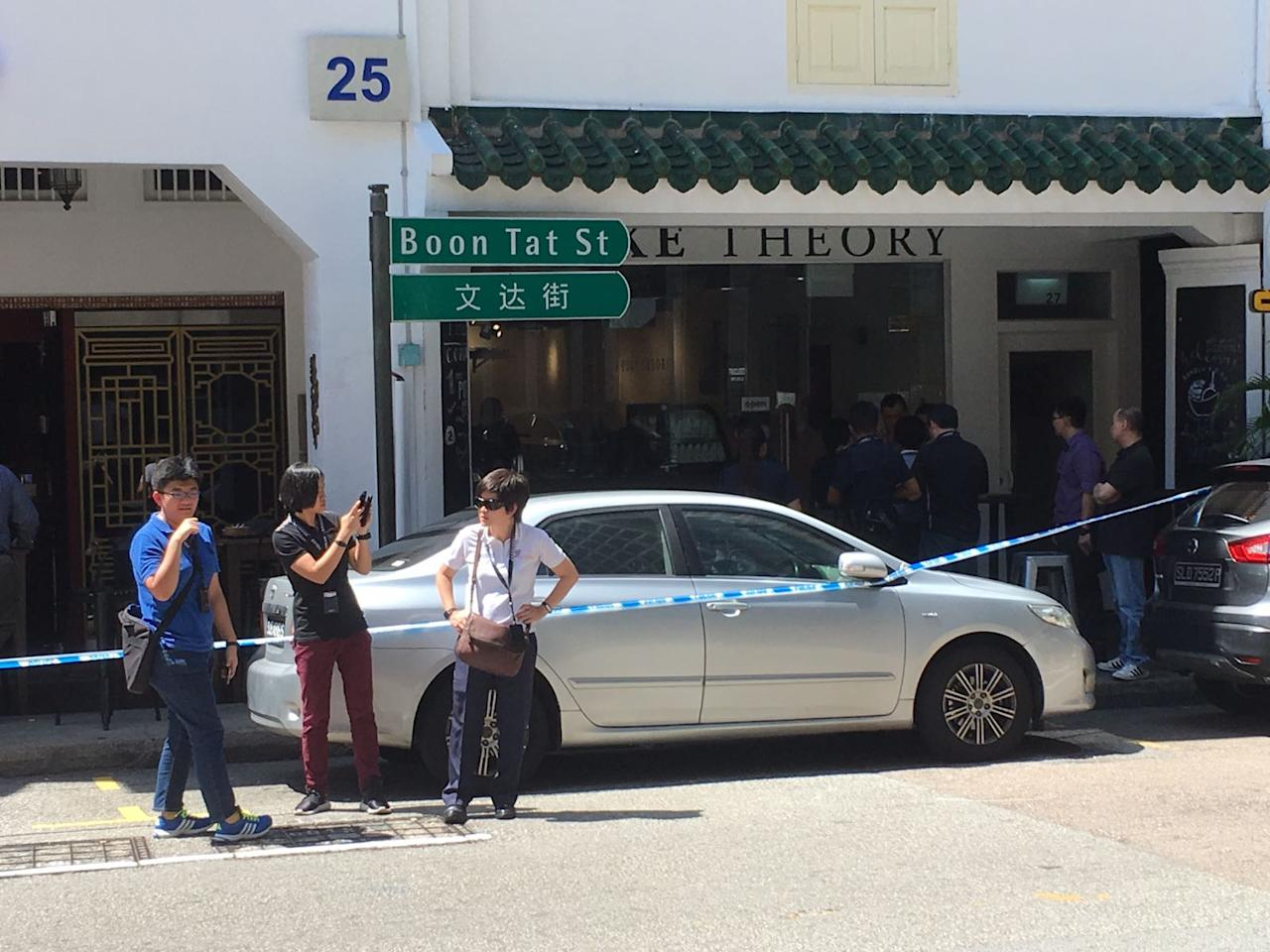 <p>Stabbing incident at Boon Tat street. Photo: Gabriel Choo/Yahoo Singapore </p>