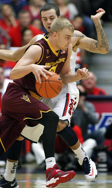 Arizona State's Jonathan Gilling, front, drives pass the pressing defense of Arizona's Gabe York, in back, in the first half of an NCAA college basketball game on Thursday, Jan. 16, 2014, in Tucson, Ariz. (AP Photo/John Miller)