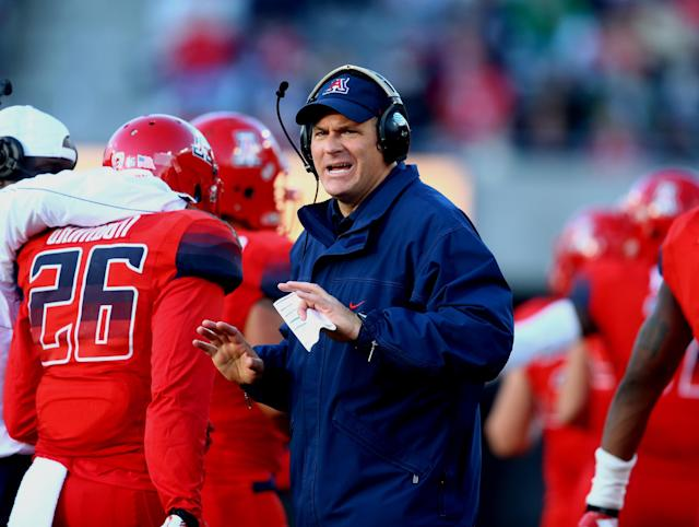 Arizona coach Rich Rodriguez pokes fun at the 10-second substitution rule in hilarious 'Speed' parody (Video)
