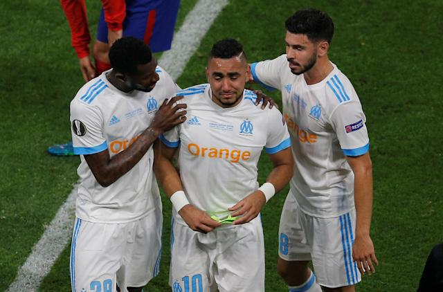 Soccer Football - Europa League Final - Olympique de Marseille vs Atletico Madrid - Groupama Stadium, Lyon, France - May 16, 2018 Marseille's Dimitri Payet is consoled by Andre-Frank Zambo Anguissa and Morgan Sanson as he leaves the pitch in tears after sustaining an injury REUTERS/Vincent Kessler