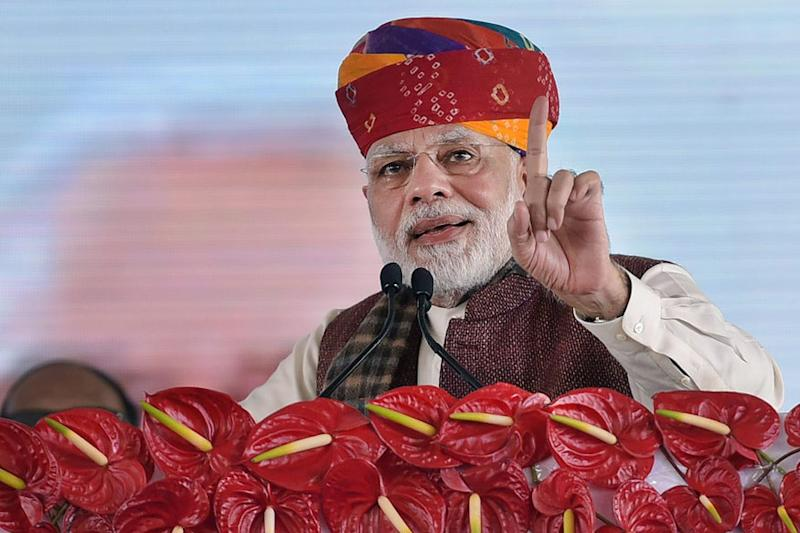 EC Clears Modi's 'Corrupt No. 1' Speech Hours After Cong Moved SC Over Poll Body's 'Arbitrary' Clean Chits