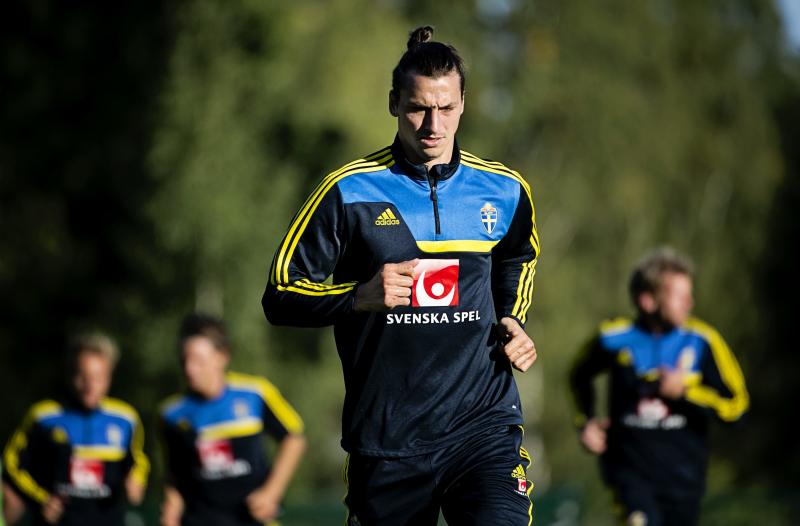 Zlatan Ibrahimovic takes part in the training of the Swedish national football team in Stockholm, Sweden Monday Sept.2, 2013. Sweden will meet Ireland in a World Cup qualification group C match on Friday. (AP photo / TT News agency / Erik Martensson) ** SWEDEN OUT **