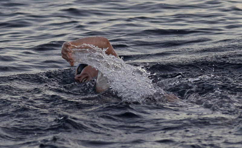 ** CORRECTS PHOTOGRAPHER'S BYLINE** British-Australian swimmer Penny Palfrey begins her bid to complete a record swim from Cuba to Florida, in Havana, Cuba, Friday, June 29, 2012. Palfrey aims to be the first woman to swim the Straits of Florida without the aid of a shark cage. Instead she's relying on equipment that surrounds her with an electrical field to deter the predators. (AP Photo/Franklin Reyes)