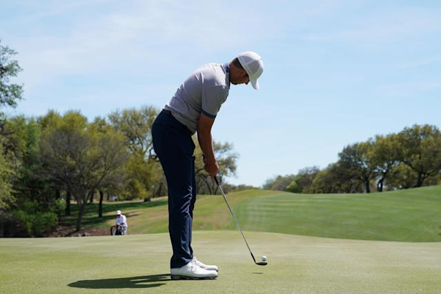 "<a class=""link rapid-noclick-resp"" href=""/pga/players/5995/"" data-ylk=""slk:Luke List"">Luke List</a> putts with his lob wedge after bending his putter on Wednesday at the World Golf Championship-Dell Technologies Match Play in Austin. (Getty Images)"