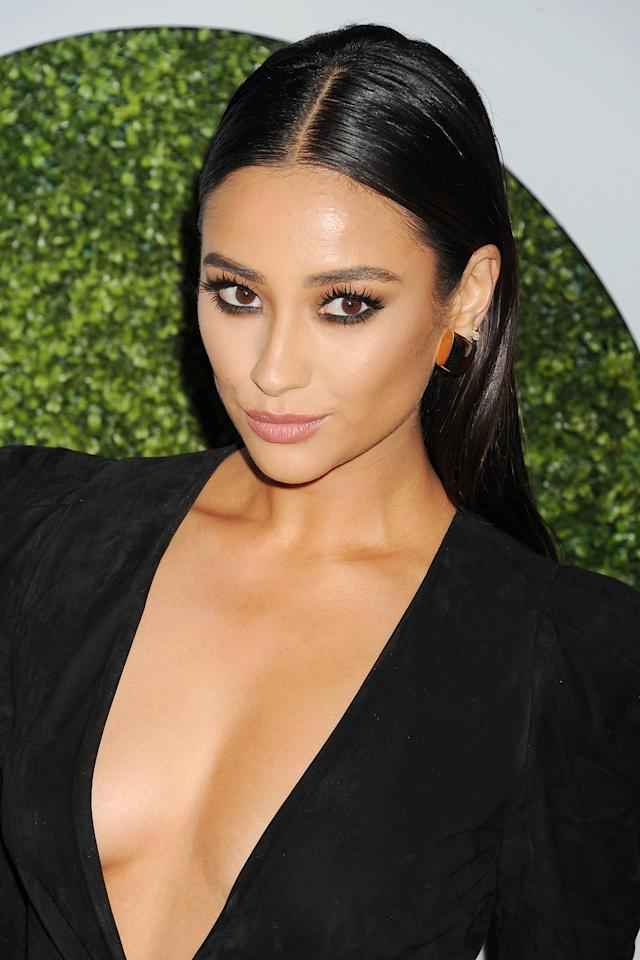 <p>Just a month into creating videos, the actress shared a makeup tutorial on the perfect smoky eye — a look similar to the one she wore to the 2014 GQ Men of the Year Party. (Photo: Getty Images) </p>
