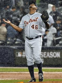 Tigers closer Jose Valverde looks skyward after retiring Robinson Cano to finish Detroit's 5-3 victory in Game 2
