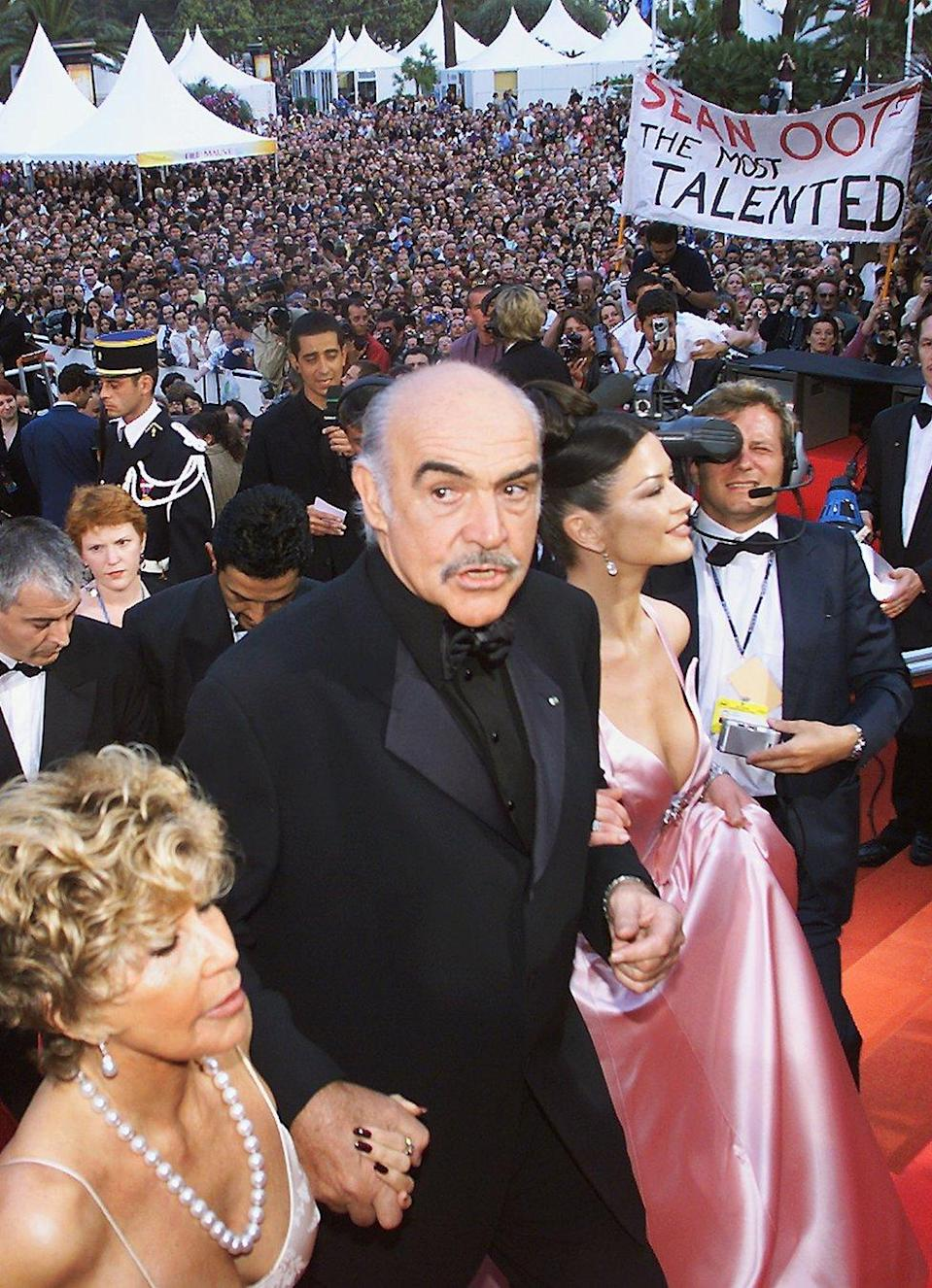 Sean Connery, Micheline y Catherine Zeta Jones en Cannes.