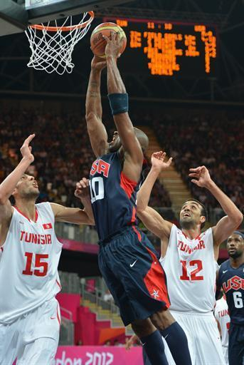 US guard Kobe Bryant (C) vies with Tunisian forward Makram Ben Romdhane (R) and Tunisian centre Salah Mejri during the Men's preliminary round group A basketball match of the London 2012 Olympic Games Tunisia vs USA on July 31, 2012 at the basketball arena in London. AFP PHOTO / MARK RALSTON