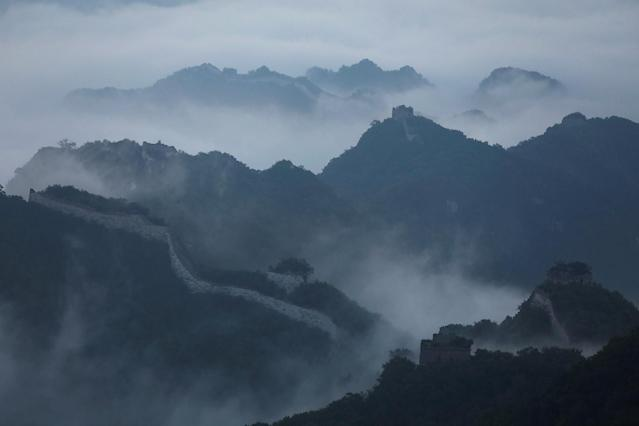 <p>Early morning fog covers the Jiankou section of the Great Wall, located in Huairou District, north of Beijing, China, June 7, 2017. (Photo: Damir Sagolj/Reuters) </p>