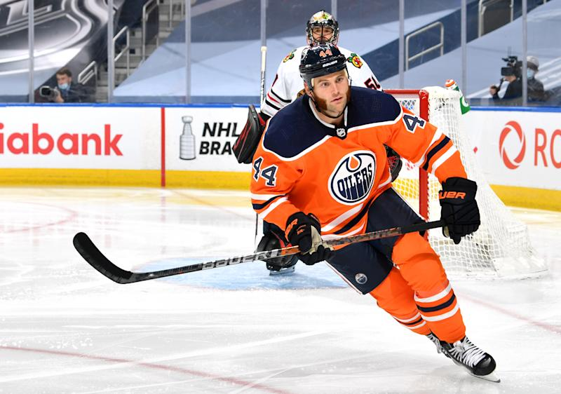 EDMONTON, ALBERTA - AUGUST 01: Zack Kassian #44 of the Edmonton Oilers plays against the Chicago Blackhawks during the third period of Game One of the Western Conference Qualification Round at Rogers Place on August 01, 2020 in Edmonton, Alberta. (Photo by Andy Devlin/NHLI via Getty Images)