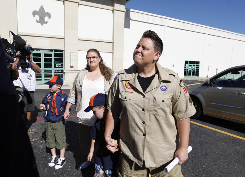 FILE - In this July 18, 2012 file photo, Jennifer Tyrrell, right, arrives for a meeting at the Boys Scouts of America national offices in Irving, Texas, with her son Jude Burns, 5, second from right, partner Alicia Burns, and son Cruz Burns, 7, left. The Ohio woman was ousted as a den mother because she is a lesbian. The Boys Scouts of America announced Monday, Jan. 28, 2013, that it is considering a dramatic retreat from its controversial policy of excluding gays as leaders and youth members. (AP Photo/LM Otero, File)