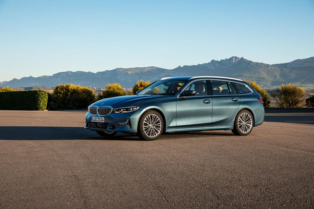 Photos of the 2020 BMW 3-Series Wagon