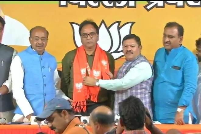 AAP MLA Anil Bajpayi joins BJP just hours after Arvind Kejriwal's dare to Modi