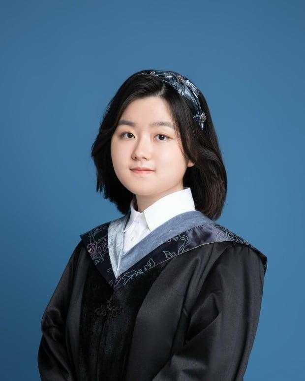 Vivian Xie, 16, is the youngest graduate of University of Toronto's Faculty of Arts and Sciences program this year. She is starting her Masters in Immunology in the fall.  (Supplied by Vivian Xie - image credit)