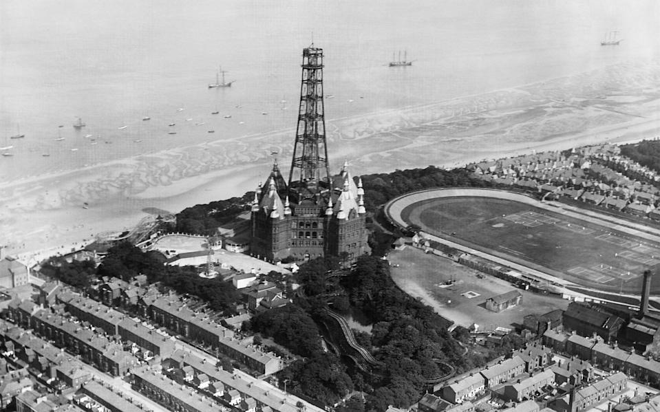 The dismantling of the tower - Getty
