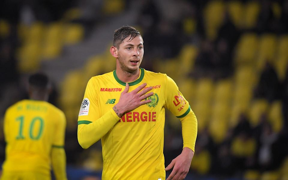 Emiliano Sala gestures during the French L1 football match between Nantes and Montpellier - LOIC VENANCE / AFP