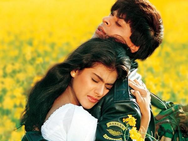 Poster of the film 'Dilwale Dulhania Le Jayenge' featuring actors Shah Rukh Khan and Kajol (Image Source: Twitter)