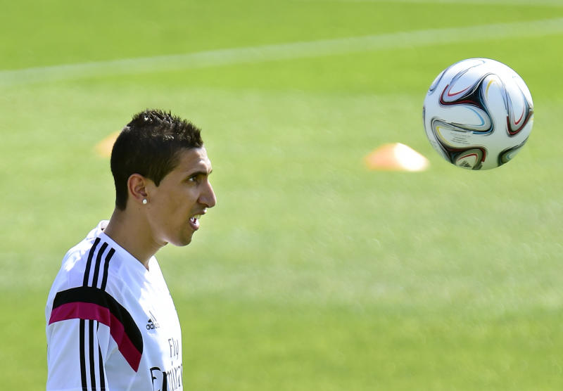 Real Madrid's Argentinian midfielder Angel di Maria takes part in a training session at the Valdebebas training ground in Madrid on August 5, 2014 (AFP Photo/Gerard Julien )
