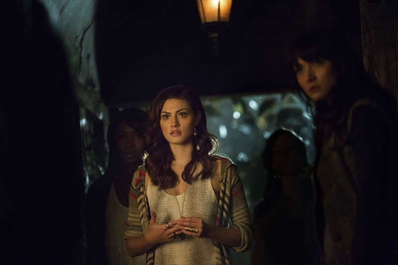 """""""The Originals"""" -- Phoebe Tonkin as Hayley and Daniella Pineda as Sophie"""