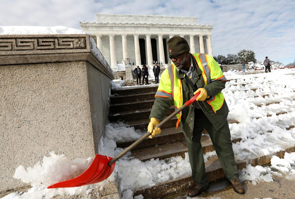 Furloughed National Park Service employee cleans the steps of the Lincoln Memorial on day 24 of the government shutdown, in Washington U.S., January 14, 2019. Government agencies hit by the shutdown affect public lands like parks and museums. (Photo: REUTERS/Kevin Lamarque)