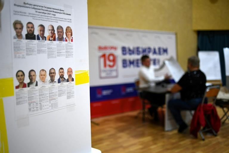 Navalny's 'Smart Voting' campaign guided voters on which candidates to support to have the best hope of denying United Russia a seat (AFP/NATALIA KOLESNIKOVA)