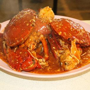 Chili Crab, Singapore - Singapore's hawker centres are more food courts than roadside stalls and are also chock-full of culinary treasures. Dig into Singapore's unofficial national dish, Chilli Crab, either at UDMC Seafood Centre along the East Coast or at Mattar Road Seafood Barbecue on the Old Airport Road. Other must-try dishes include Kaya toast, Hainanese Chicken rice, South Indian-style Roti Prata and the Katong Laska