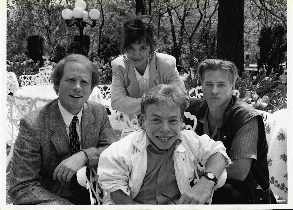 """Willow director Ron Howard, left, at Central Park's Tavern on the Green with cast members Joanne Whalley, top, Val Kilmer, right, and Warwick Davis, seated May 09, 1988. (Photo by Dan Brinzac/New York Post Archives /(c) NYP Holdings, Inc. via Getty Images)"""