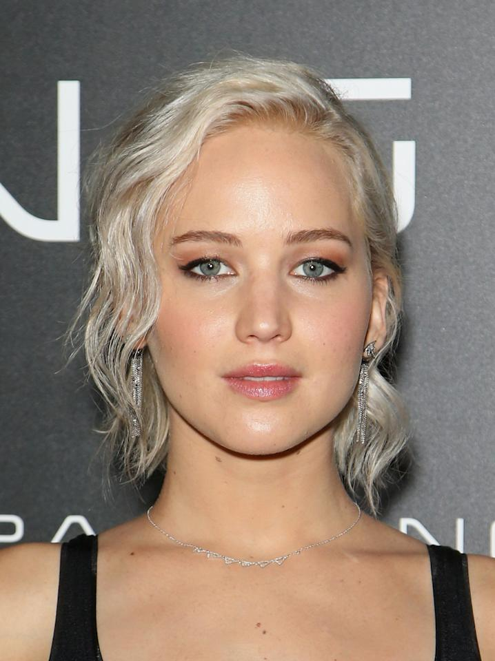 <p>Jennifer has recently upped her hairstyle with a slight grey tint and it suits her pretty darn well. <i>[Photo:Gabe Ginsberg/WireImage]</i></p>