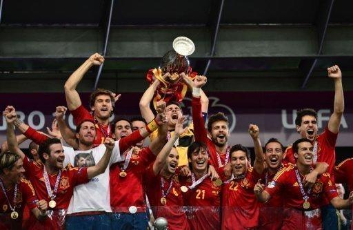Spain's players celebrate with the trophy after beating Italy 4-0 in the Euro 2012 final