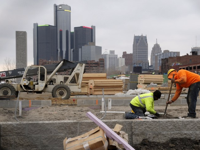 Construction is seen on a new housing development along the riverfront in Detroit, Michigan, December 9, 2015. REUTERS/Rebecca Cook