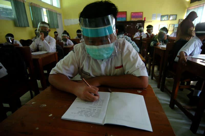 Student writes at school amid COVID-19 pandemic in Tegal