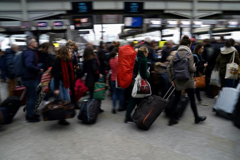 Strikes in France to continue over Christmas