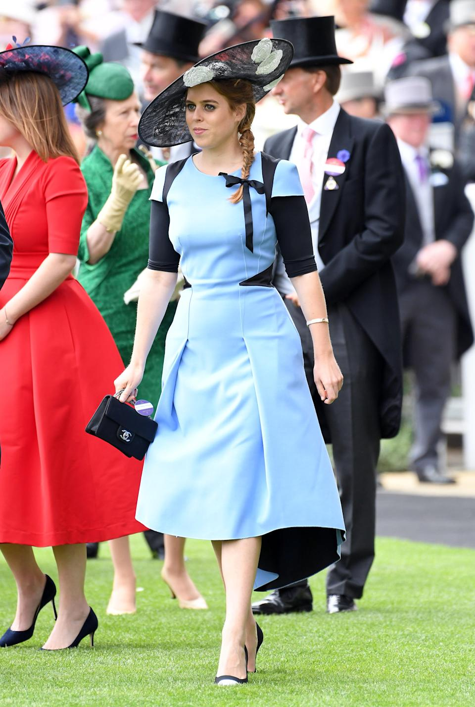 <p>Princess Beatrice looked chic on day three of Ascot 2017 wearing a sky blue dress and clutching a Chanel handbag. <em>[Photo: Getty]</em> </p>