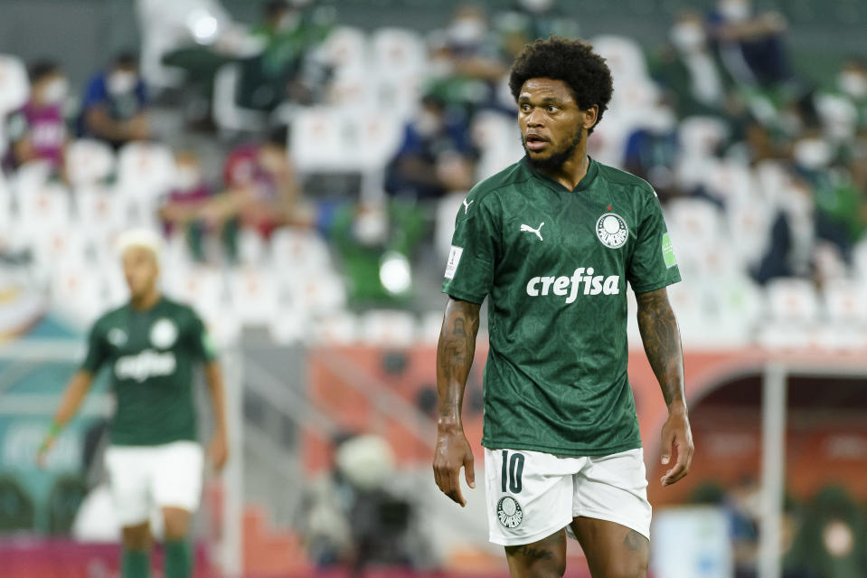 DOHA, QATAR - FEBRUARY 07: (BILD ZEITUNG OUT) Luiz Adriano of  Palmeiras looks on during the semi-final match between Palmeiras and Tigres UANL at Education City Stadium on February 7, 2021 in Doha, Qatar. (Photo by Gaston Szermann/DeFodi Images via Getty Images)