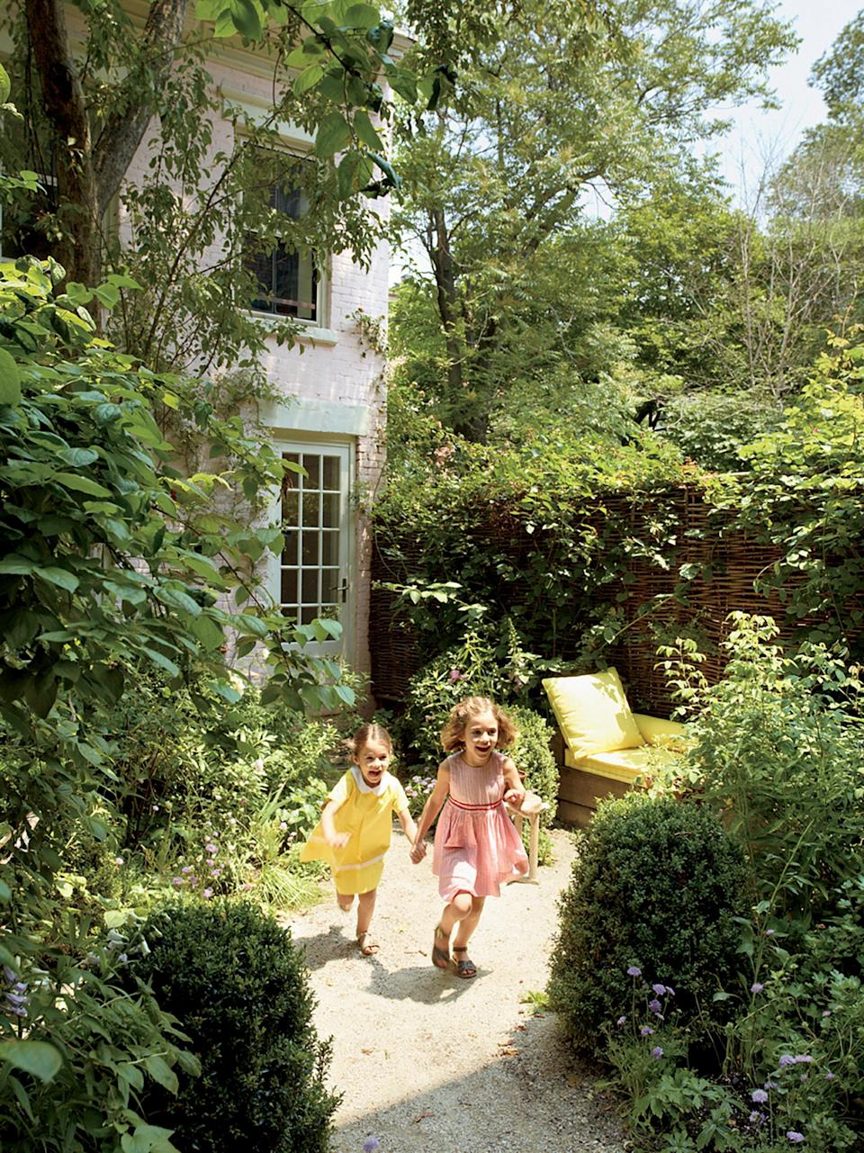 "<h1 class=""title"">THANK HEAVEN FOR LITTLE GIRLSBoth daughters bounding through Brooks's abundant plantings. ""I have so little garden, and I have to try everything,"" she says.</h1> <cite class=""credit"">Photographed by François Halard, <em>Vogue</em>, January 2013</cite>"