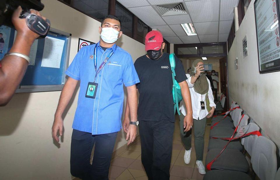 Muhamad Rozi Ahmad Puad (centre), a religious school warden in Bagan Datuk, was sentenced to jail and fined for receiving a bribe back in 2017. — Picture by Farhan Najib