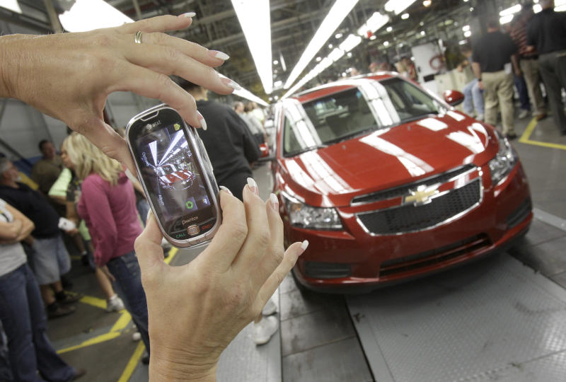 USA auto consumers tap the brakes, swerve away from small cars