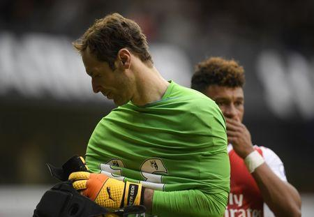 Britain Football Soccer - Tottenham Hotspur v Arsenal - Premier League - White Hart Lane - 30/4/17 Arsenal's Petr Cech and Alex Oxlade-Chamberlain look dejected after the match Reuters / Toby Melville Livepic