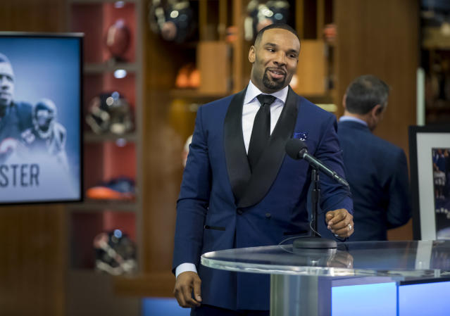 Former Bears running back Matt Forte speaks during a retirement ceremony Monday, April 23, 2018 at Halas Hall. (Brian Cassella/Chicago Tribune via AP)