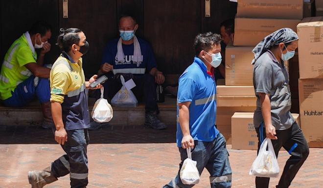 Workers carry their takeaways in Admiralty on July 30. Photo: Sam Tsang