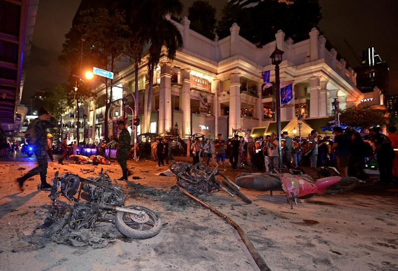 Thai soldiers inspect the scene after a bomb exploded outside a religious shrine in central Bangkok late on August 17 (AFP Photo/Pornchai Kittiwongsakul)