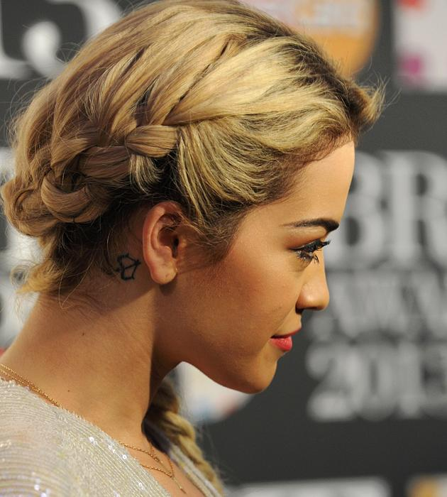 """<span><b>Celebrities in plaits: Rita Ora<br><br><a target=""""_blank"""" href=""""http://uk.lifestyle.yahoo.com/rita-ora-showcases-hottest-hair-trend-of-2013-with-her-fishtail-plait-at-brits-2013-nominations-party-104827356.html"""">Rita Ora</a></b><a> wowed with a fishtail plait at the BRITs 2013 nominations</a></span><a target=""""_blank"""" href=""""http://uk.lifestyle.yahoo.com/rita-ora-showcases-hottest-hair-trend-of-2013-with-her-fishtail-plait-at-brits-2013-nominations-party-104827356.html""""> party</a> that could be seen from all angles ©Rex"""