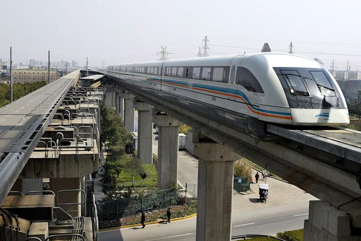 A maglev train drives into a terminal station in Shanghai March 14, 2006. (Photo: REUTERS/Ming Ming)