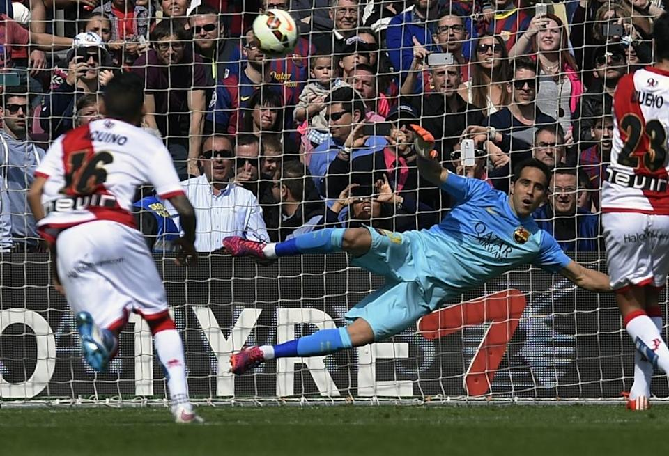 Rayo Vallecano's Bueno scores during the football match FC Barcelona vs Rayo Vallecano de Madrid at the Camp Nou stadium in Barcelona on March 8, 2015 (AFP Photo/Lluis Gene)