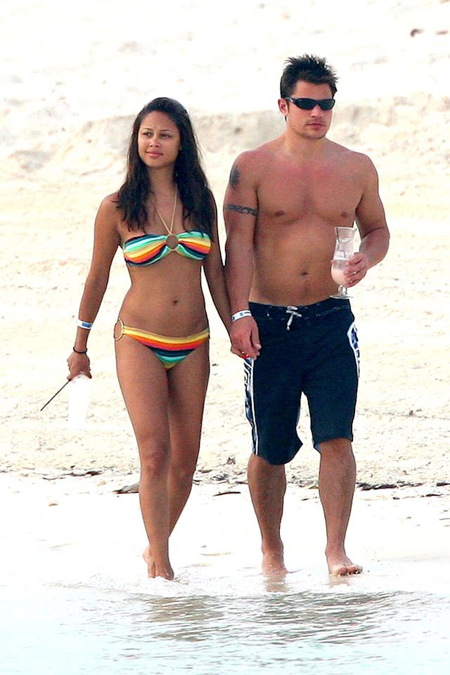"Vanessa Minnillo and Nick Lachey discover why ""it's better in the Bahamas."" Dennett/St Clair/<a href=""http://www.splashnewsonline.com"" target=""new"">Splash News</a> - May 13, 2007"