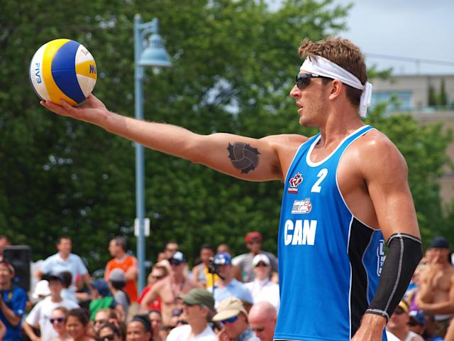 Martin Reader prepares to serve at the 2012 Canadian Beach Volleyball Trials (Photo: Ben Kashin)